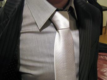Hommesdinfluence club tout va avec le costume noir apparence - Costume noir chemise noir ...