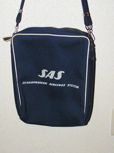 SAS väska, marinblå och vit.