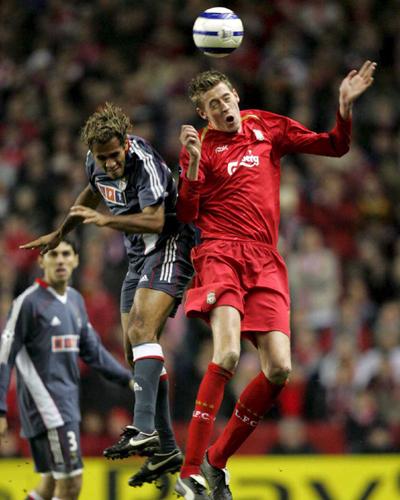 Liverpool_vs_SLB-08_03_06__foto1