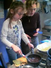 Emma e Lia in cucina