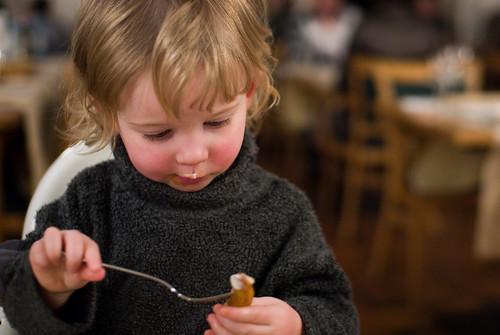 Anna met een friet