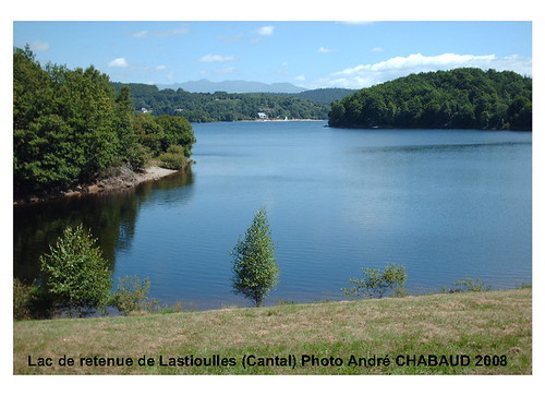 Lac de retenue de Lastioulles (Cantal) 1