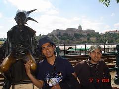 Di Tebing Danube River Berlatar Belakangkan Royal Palace, Budapest, Hungary