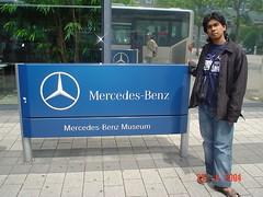 Kat Pintu Masuk Mercedes Benz Museum, Stuttgart, Germany