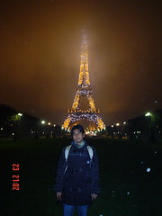 Eiffel Tower di waktu mlm, Paris, France