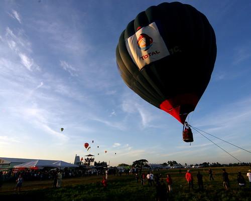 10th Balloon Fiesta (Feb. 12, 2006) - 51