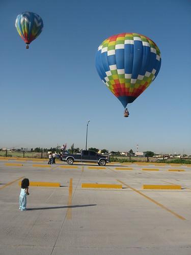 Angelica Viendo los globos (by soylaluna)