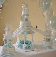 Castles wedding cake with fountain photo by Creative Cakes by Clare
