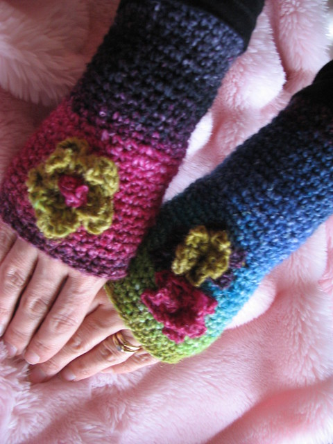 EASY CROCHETED FINGERLESS MITTENS   Fabric Follies Two