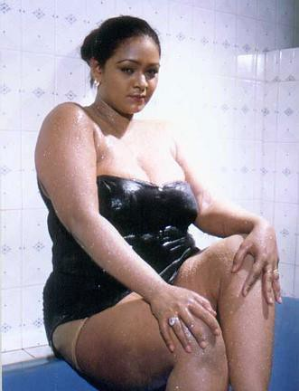 Shakeela+Bathing Sexy Actress Gallery: MALLU AUNTY ACTRESS SAKEELA HOT ...