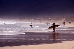 Surfistas / Surfers photo by Manuel Atienzar