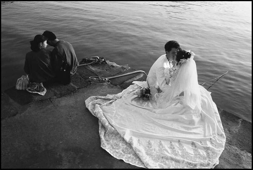 河邊的婚紗照1993/12