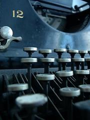 Detalle de una vieja máquina de escribir Remington (sacada de Code Pomeroy en Flickr)
