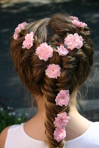 Flowery hairs_2519 (by !sathyajith)