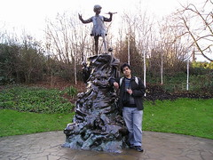 Statue Peter Pan kat Kensington Park, London, UK
