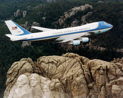 250px-Air_Force_One_over_Mt._Rushmore