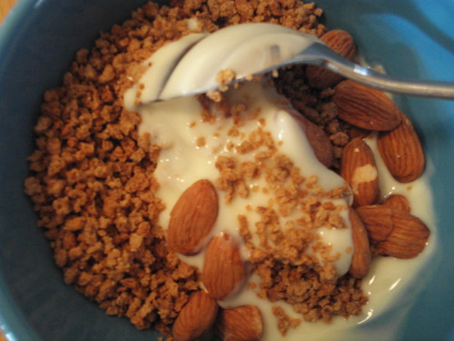 Kashi Grape Nuts, Banilla Yogurt & Almonds