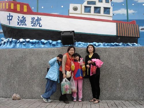 全家與奶奶@梧棲觀光漁港的合照