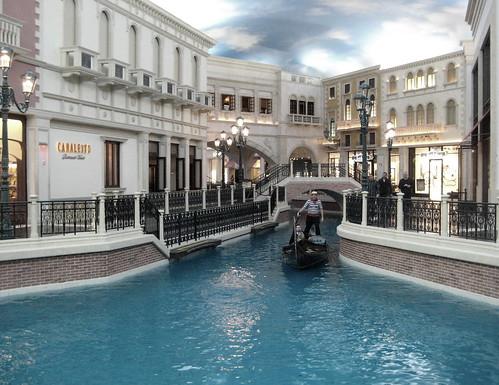 venetian canal in vegas