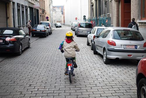 Zelie op de fiets