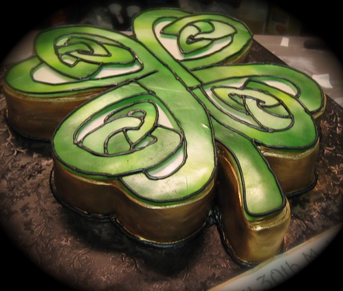 Uploaded by: debbiedoescakes Tags: sanfrancisco irish cakes cake knot celtic