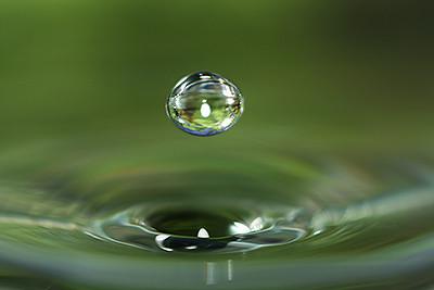 macro water drop by Hypergurl