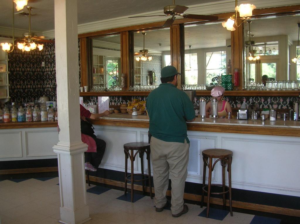 Inside O' Brien's Cafe, History San José