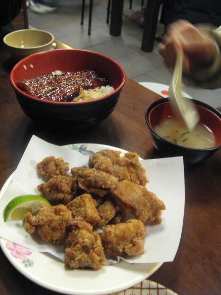 鰻魚飯與雞肉唐揚