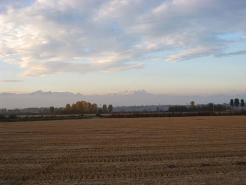 sullo sfondo il massiccio del Monte Rosa