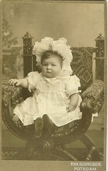 Bonnet Baby photo by 'Playingwithbrushes'