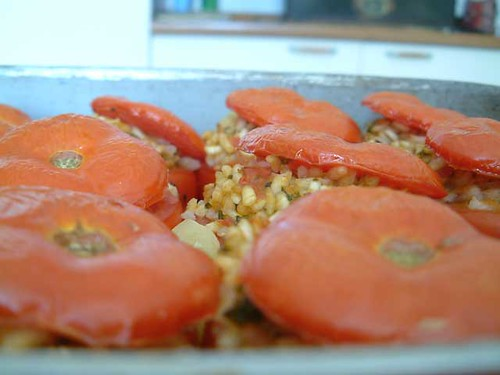 ho trovato questa foto di pomodori con il riso, chissà se si è andato a nascondere lì il nostro