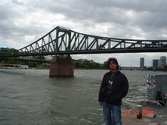 Di Tebing River Main, Frankfurt, Germany