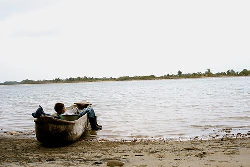 Camino al manglar 4 - Genaro esperando el remo