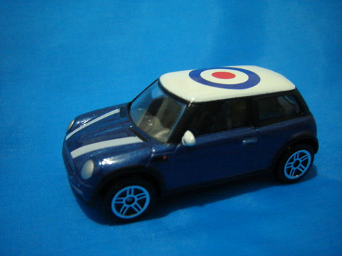 BMW Mini Cooper, with target roof. 1:64.