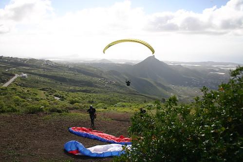 Paragliders near La Escalona