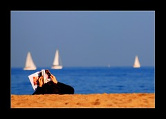 Reading at the beach photo by rabataller