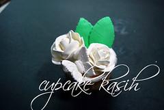 white roses photo by Cupcakekasih