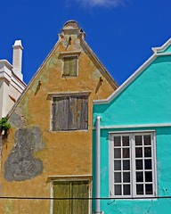 decay and new colors in Willemstad photo by Zé Eduardo...