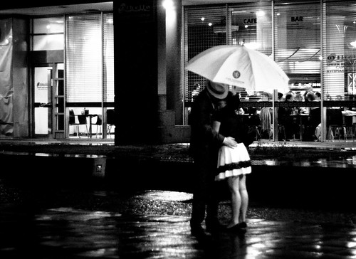black and white kissing photography. blackandwhite white black