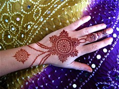 jewelry style henna photo by HennaLounge