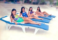 PI 4girls_beach