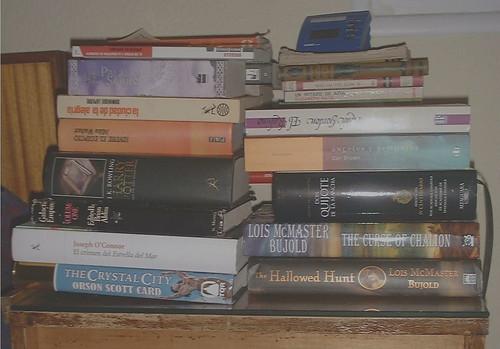 mesilla con libros