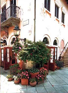 Tuscan Corner