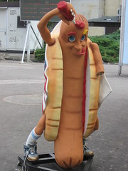Self-eating Hot Dog