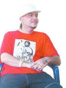 Papi Sanchez con camiseta de Jack Veneno