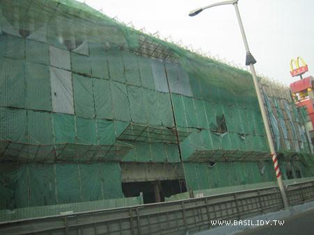 已經拆卸一半的「大統百貨」
