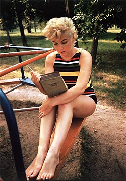 Marilyn reads Ulysses