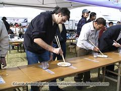 Campeonato de comida com palitinhos