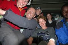 Met z'n allen (9 + chauffeur + Onex + Franky die buiten hing) in de Jeep