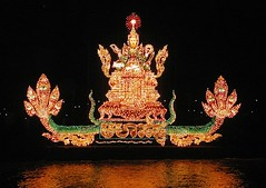 illuminated boats 04